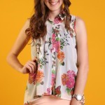 Çiçekli bayan kolsuz gömlek modeli