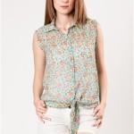 Desenli bayan kolsuz gömlek modeli