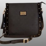 Kare şeklinde  pierre cardin bayan çanta modeli