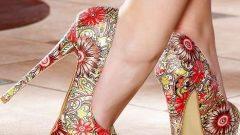 Yazlık Bayan Desenli Topuklu Ayakkabı Modelleri