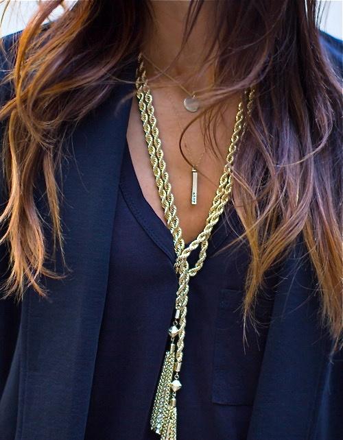 Püsküllü bayan uzun kolye modeli